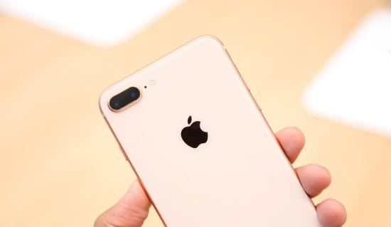 Mặt kính sau iPhone 8 Plus bóng bẩy và sang trọng