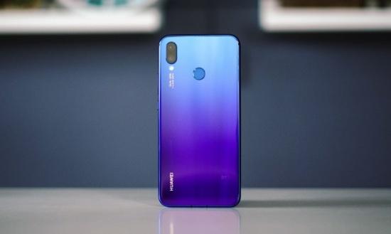 Vo Huawei Nova 3i được thiết kế với hiệu ứng chuyển màu đẹp mắt