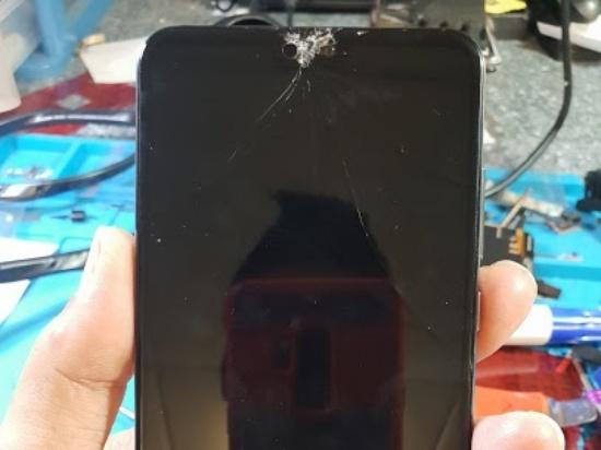 Huawei P20 Pro bị bể mặt kính