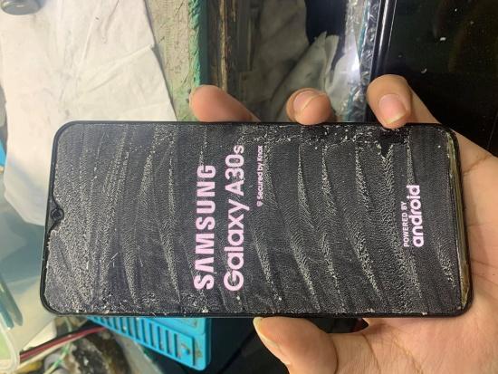Mặt kính Samsung A30s bị bể sẽ đem tới nhiều khó chịu