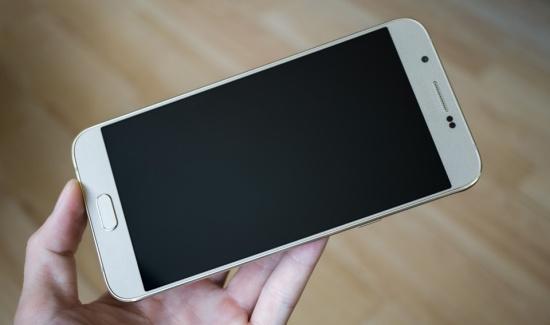 Samsung A8 thiet ke