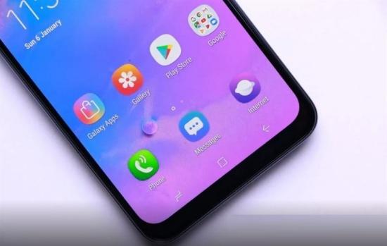 Samsung M30s sở hữu màn hình lớn