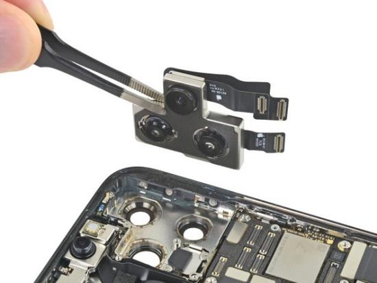 Camera sau iPhone 11 Pro Max được thay mới