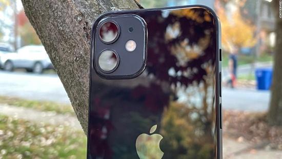 Camera sau iPhone 12 Mini dễ bị hư hỏng