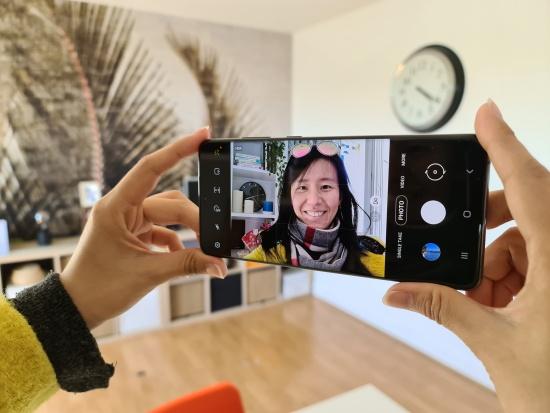 Camera trước Samsung S20 Plus