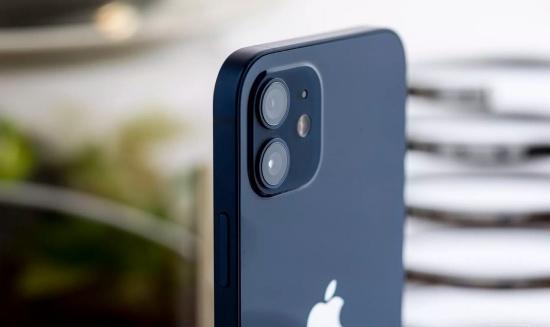Kính camera iPhone 12 dễ bị hư hỏng
