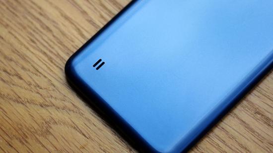 Loa ngoài Samsung A10 ở mặt lưng