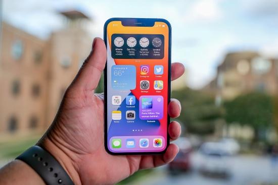 Nếu loa trong iPhone 12 bị hư, bạn sẽ gặp nhiều bất tiện