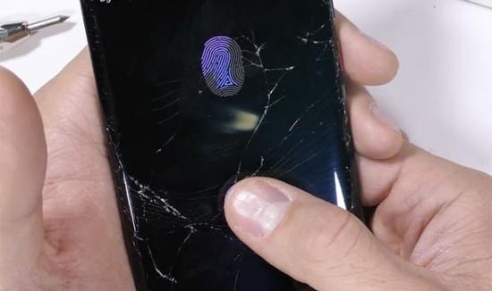Mặt kính Huawei Mate 20 bị bể