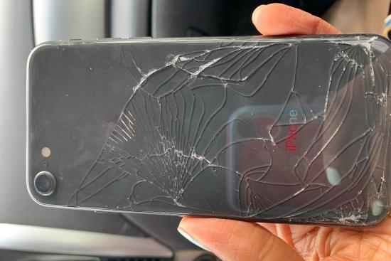Nắp lưng iPhone 8 bị bể