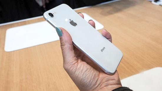 iPhone 8 sở hữu ngoại hình bóng bẩy