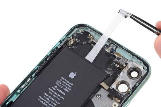 Thay pin iPhone 12 Mini hiện đang là nhu cầu của nhiều tín đồ nhà Táo