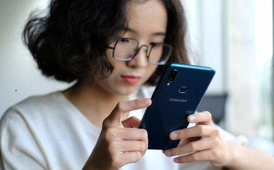 Bạn đang cần đến dịch vụ thay camera trước Samsung A10s chuyên nghiệp
