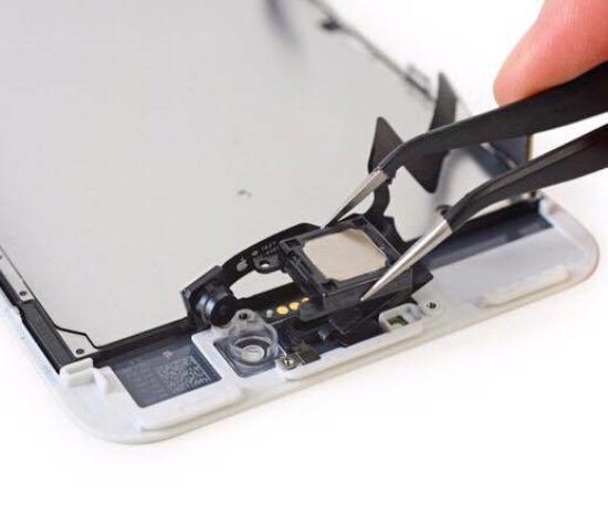 Thay loa trong iPhone 8 Plus đang là nhu cầu của nhiều người dùng máy