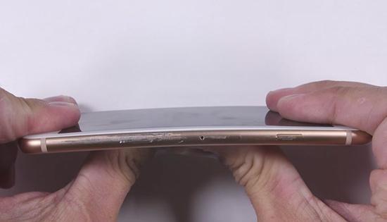 Vỏ iPhone 8 bị cong